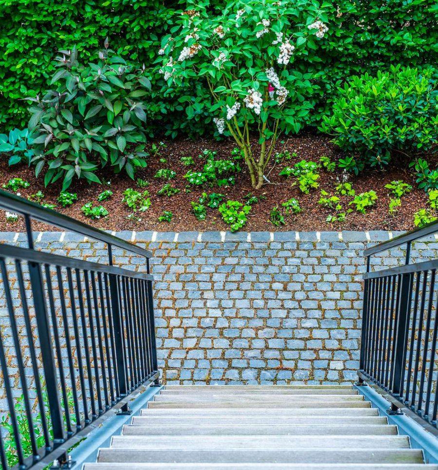 Treppen zum Garten in Düsseldorf