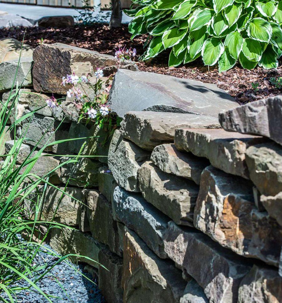 Natursteine in Gartengestaltung